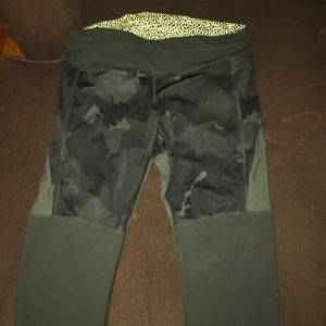 Lululemon camo Capri leggings